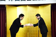 第60回岸田國士戯曲賞の授賞式の様子。