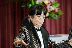 マメ山田によるマジックショーの様子。