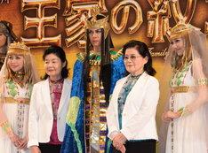 左から新妻聖子、芙~みん、浦井健治、細川智栄子、宮澤佐江。