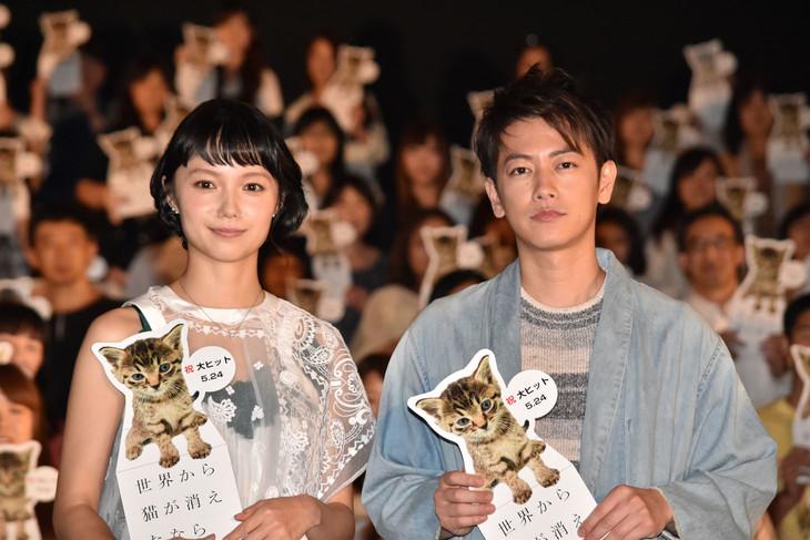 「世界から猫が消えたなら」大ヒット記念舞台挨拶の様子。