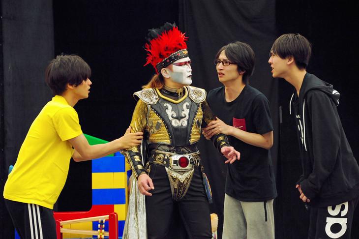 左から原嶋元久、デーモン閣下、木戸邑弥、三浦海里。