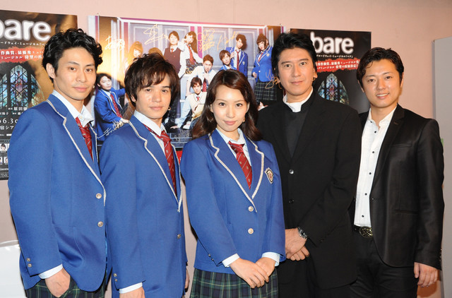 「bare」囲み取材の様子。左から鯨井康介、田村良太、増田有華、川崎麻世、原田優一。