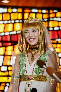 ミュージカル「王家の紋章」囲み取材の様子。キャロル役の宮澤佐江。