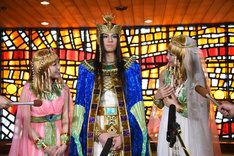 ミュージカル「王家の紋章」囲み取材の様子。左からキャロル役の新妻聖子、メンフィス役の浦井健治、キャロル役の宮澤佐江。