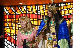 ミュージカル「王家の紋章」囲み取材の様子。左からキャロル役の新妻聖子、メンフィス役の浦井健治。