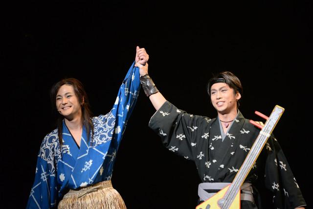 左から木村了演じる浦島太郎、崎本大海演じるムサシ。