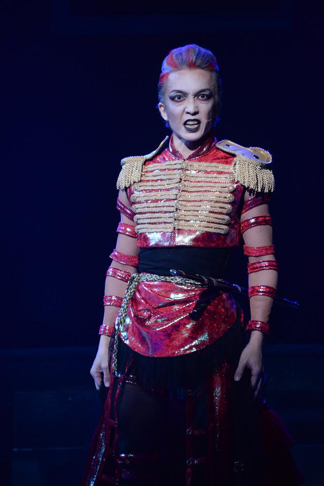 舘形比呂一演じるタカアシガ二将軍。