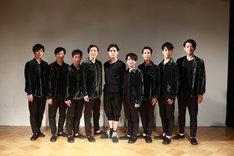 DAZZLE 20周年記念公演「鱗人輪舞(リンド・ロンド)」フォトセッションの様子。