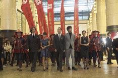 映画「真田十勇士」初日舞台挨拶の直前に、甲冑姿の真田軍を率いて登場するキャストたち。