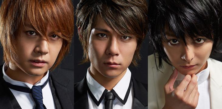 「デスノート THE MUSICAL」出演者。左から夜神月に扮する浦井健治、柿澤勇人。Lに扮する小池徹平。