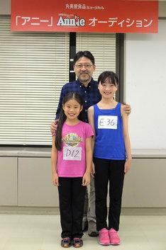 2017年に上演される丸美屋食品ミュージカル「アニー」より。前列左から野村里桜、会百花、後列は山田和也。