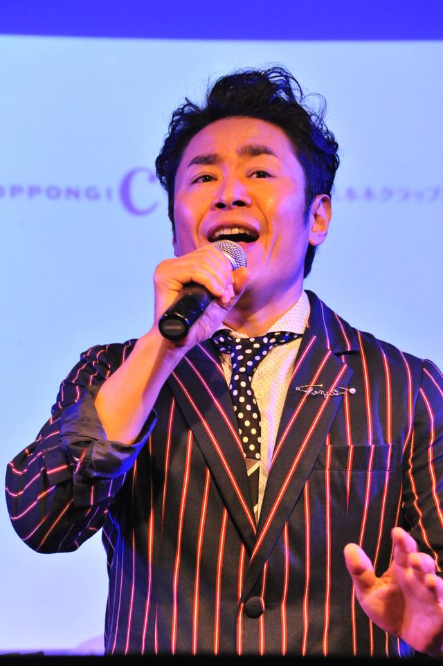 坂元健児は「ジキル&ハイド」より「THIS IS THE MOMENT」を熱唱。