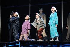 「音楽劇『ダニー・ボーイズ』~いつも笑顔で歌を~」フォトコールの様子。