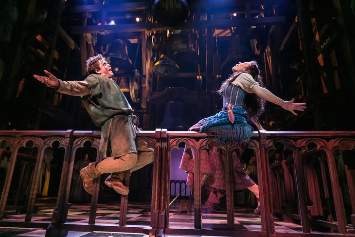 「ノートルダムの鐘」海外公演より。Michael Arden and Ciara Renee(Photo by Jerry Dalia) (c)Disney ※Reneeの2つめのeはアクサン付が正式表記
