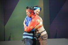 「大パルコ人3 ステキロックオペラ『サンバイザー兄弟』」フォトコールの様子。