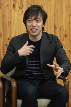 カジモド役候補の飯田達郎。