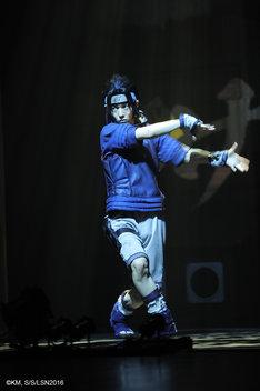 「ライブ・スペクタクル『NARUTO-ナルト-』ワールドツアー」杭州公演より、櫻井圭登演じるうちはサスケ。