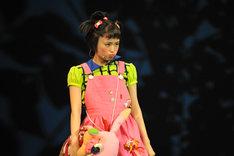 大原櫻子演じるしずか。