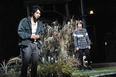 左から村上虹郎演じるナオヤ、鈴木勝大演じるケンイチ。