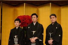 襲名披露記者会見より。左から四代目松本金太郎、七代目市川染五郎、九代目松本幸四郎。