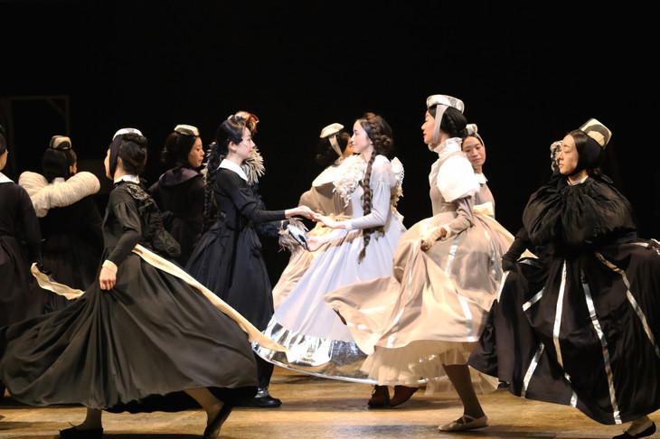 「ロミオとジュリエット」舞台稽古の様子。(撮影:田中亜紀)