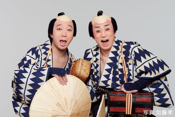 「東海道中膝栗毛〈やじきた〉」より。左から市川猿之助演じるきたさん、市川染五郎演じるやじさん。