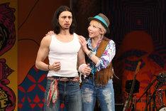 「お気に召すまま」ゲネプロより。左からジュリアン演じるオーランドー、柚希礼音演じるロザリンド。