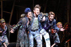 ミュージカル「ロミオ&ジュリエット」フォトコールより。手前左から小野賢章、矢崎広、大野拓朗。(撮影:田中亜紀)