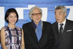音楽劇「マリウス」製作発表記者会見の様子。左から瀧本美織、山田洋次、柄本明。