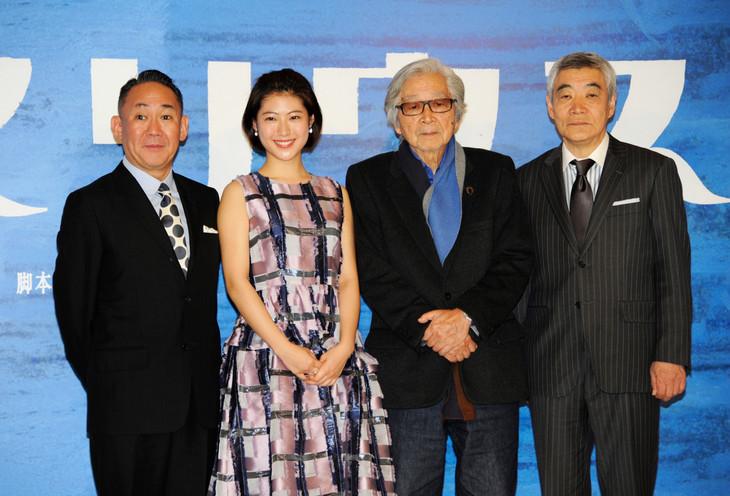 音楽劇「マリウス」製作発表記者会見の様子。左から林家正蔵、瀧本美織、山田洋次、柄本明。