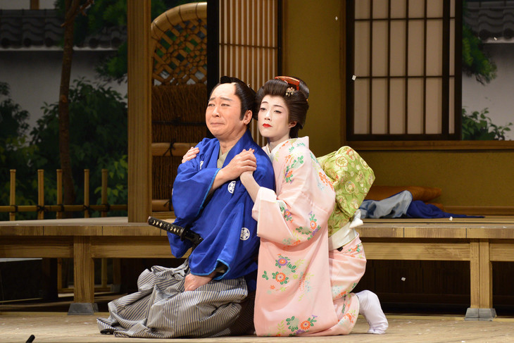 「二月喜劇名作公演」ゲネプロより、「恋の免許皆伝 一堺漁人作『寿祝う 四海波』より」の様子。