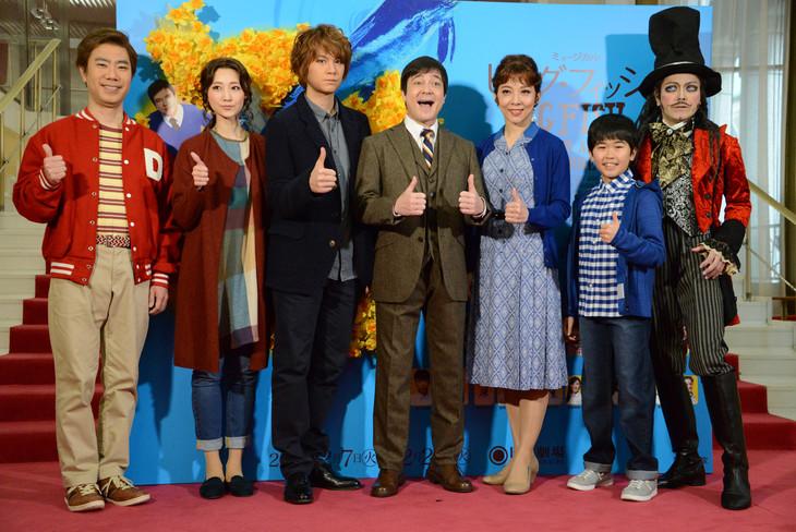 ミュージカル「ビッグ・フィッシュ」会見より。左から藤井隆、赤根那奈、浦井健治、川平慈英、霧矢大夢、鈴木福、ROLLY。