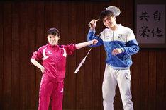 「Dステ20th『柔道少年』」より、左から桜井美南演じるファヨン、荒井敦史演じるミヌク。