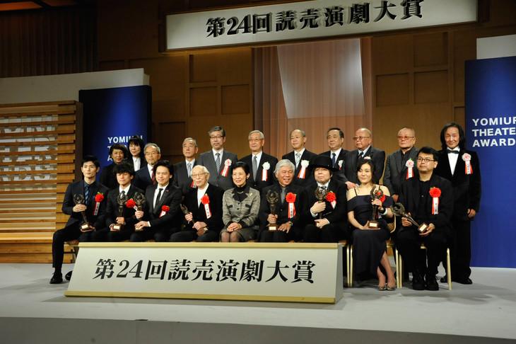 「第24回読売演劇大賞」贈呈式の様子。