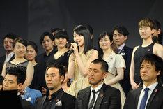 「レ・ミゼラブル」出演の意気込みを語る生田絵梨花(中央)。