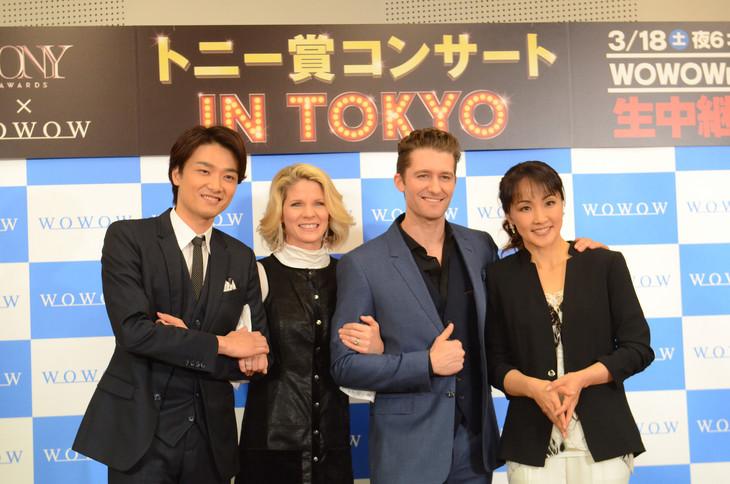 「トニー賞 コンサート in TOKYO」ミニ会見より。左から井上芳雄、ケリー・オハラ、マシュー・モリソン、濱田めぐみ。