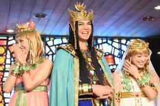 左からキャロル役の宮澤佐江、メンフィス役の浦井健治、キャロル役の新妻聖子。