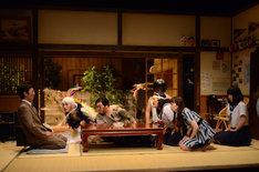 田上豊が作・演出を手がけた「Mother-river Welcome-華麗なる結婚-」より。(撮影:吉岡茂)