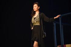 パルコ・プロデュース「サクラパパオー」公開舞台稽古より、中島亜梨沙演じるヘレン。