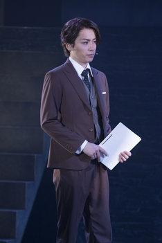 舞台「ジョーカー・ゲーム」ゲネプロより。鈴木勝吾演じる三好。