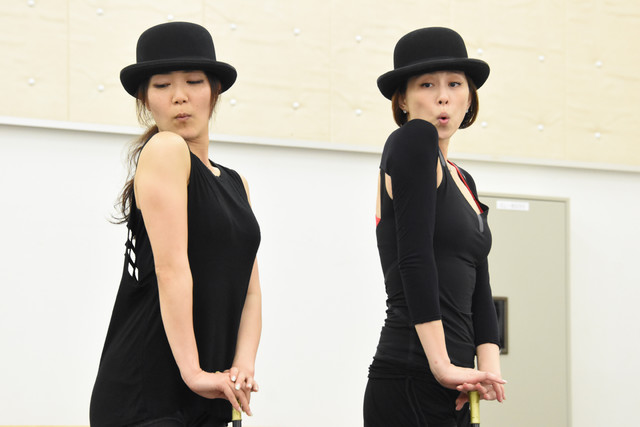 米倉涼子(右)。