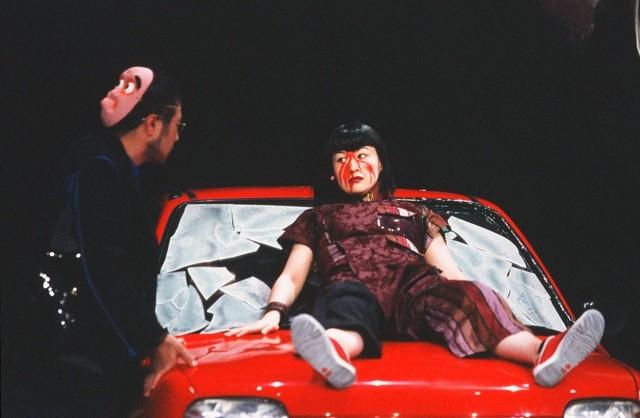 「業音」2002年初演時の様子。左から松尾スズキ、伊勢志摩。(撮影:田中亜紀)