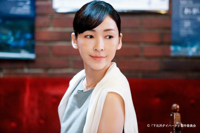 松井周脚本、スミス監督「夫が女装する女」より、麻生久美子。