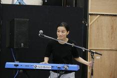 「FILL-IN~娘のバンドに親が出る~」公開稽古より。千菅春香