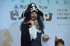 「52歳にしかできないフック船長を演じたい」と語る鶴見辰吾。