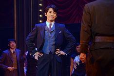 cube 20th. presents 音楽劇「魔都夜曲」ゲネプロより、藤木直人演じる白河清隆。