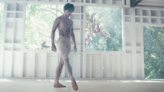 映画「ダンサー、セルゲイ・ポルーニン 世界一優雅な野獣」より。