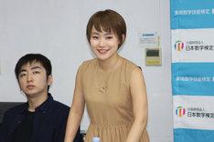 ミュージカル「スコア!」公開顔合わせより。左から羽田圭介、水野貴以。