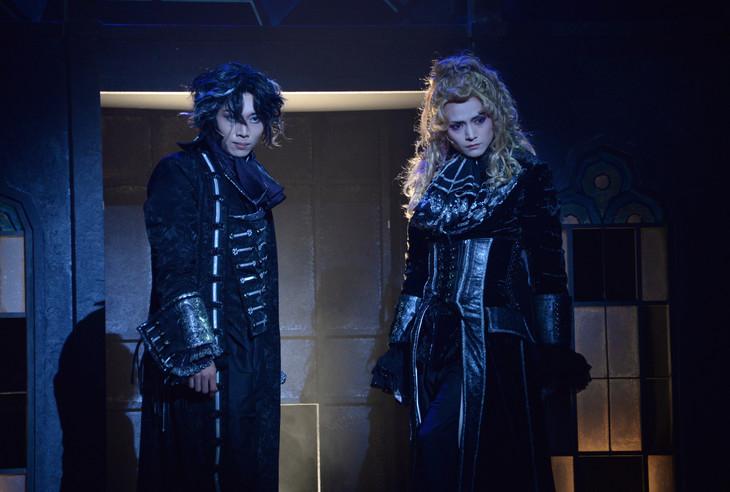 ピースピット2017年本公演「グランギニョル」より。左から染谷俊之演じるダリ・デリコ、三浦涼介演じるゲルハルト・フラ。
