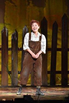 ミュージカル「にんじん」公開ゲネプロより。大竹しのぶ演じるにんじん。